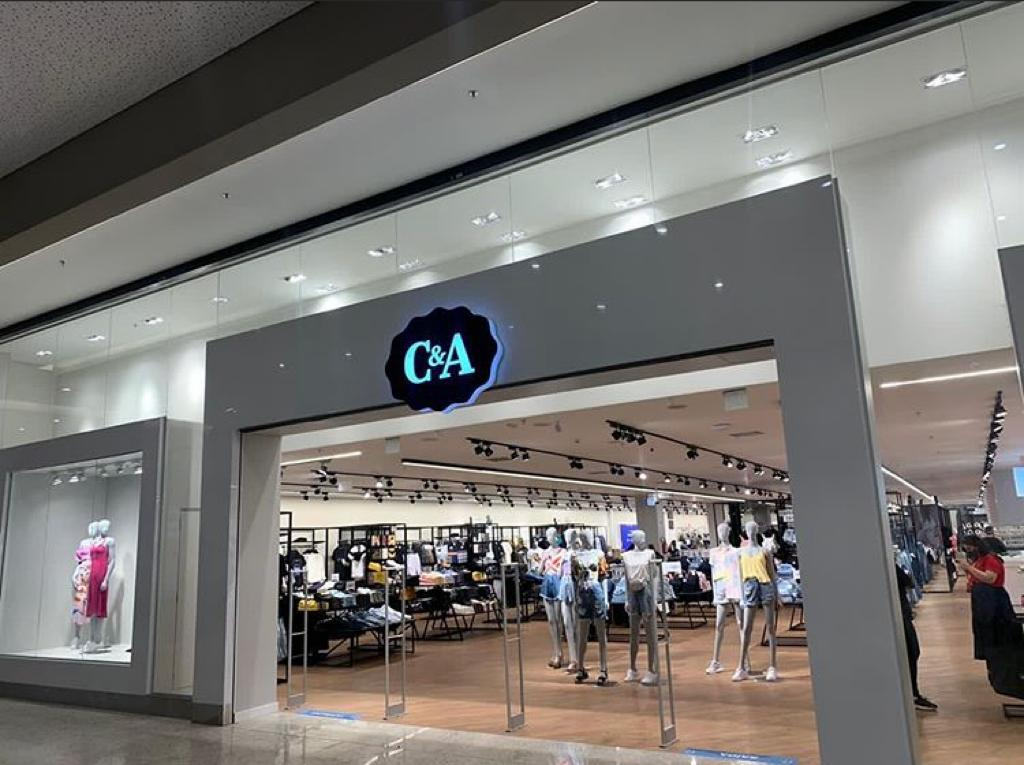 C&A opening at Nações Shopping